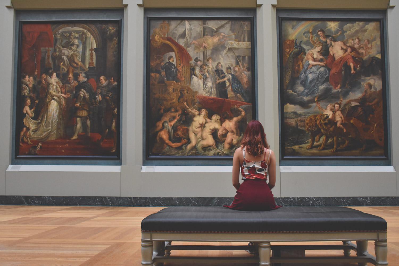美術館などの展覧会に足を運びデザインセンスをアップさせる