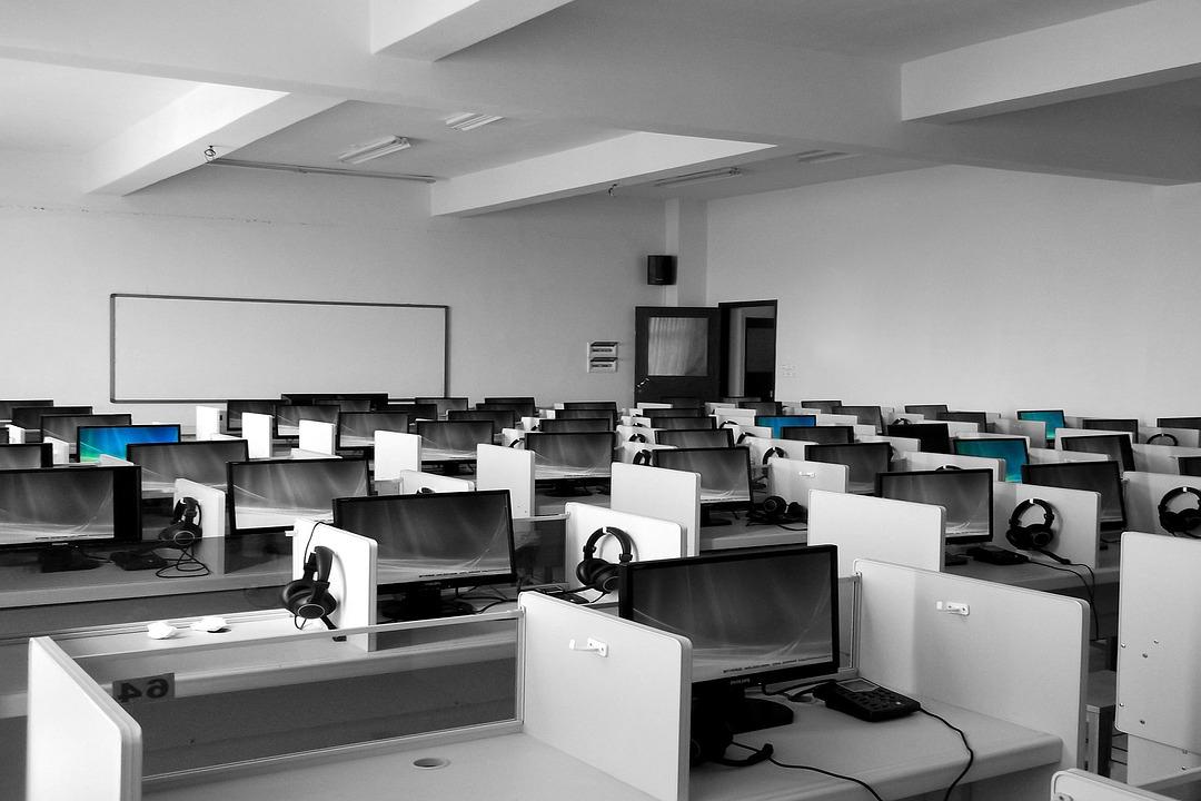 専門学校のWebデザインコースで学ぶ