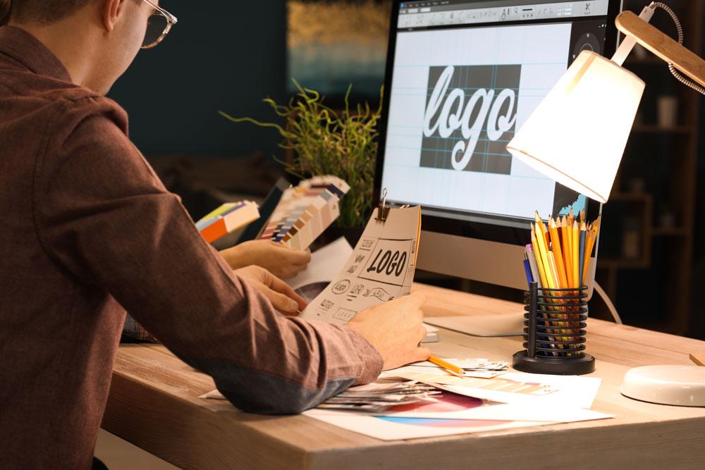 Webデザイン業界の事を詳しく教えてもらえる